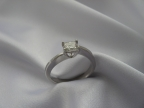 Šperky s brilianty a jinými drahokamy vzor prsten-atyp